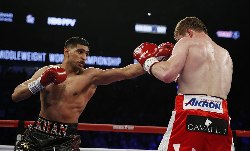 Boxing - Saul 'Canelo' Alvarez v Amir Khan WBC Middleweight Title - T-Mobile Arena, Las Vegas, United States of America - 7/5/16 Amir Khan in action against Saul Alvarez Action Images via Reuters / Andrew Couldridge EDITORIAL USE ONLY. - RTX2DI6Q