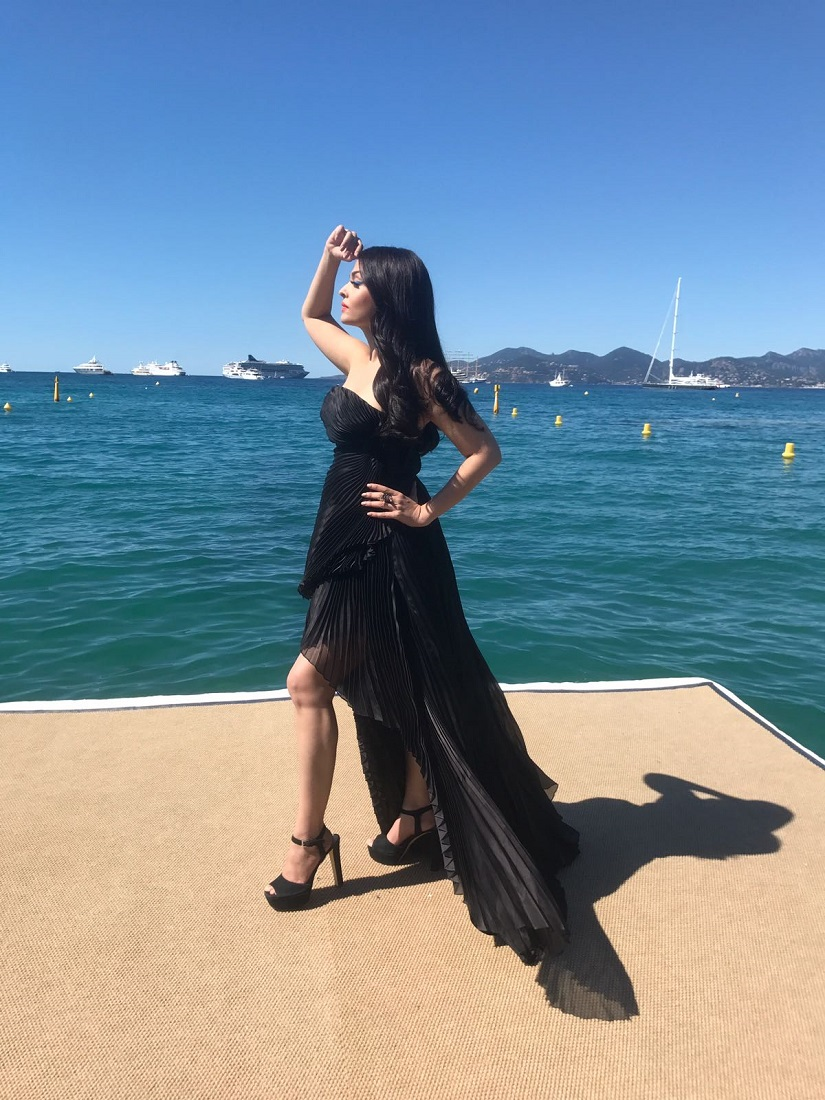 Aishwarya Rai Bachchan looks ravishing on her 2nd Day at the Cannes Film Festival (1)