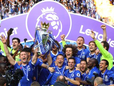 Chelsea lift the Premier League trophy at Stamford Bridge. Twiiter/ @premierleague