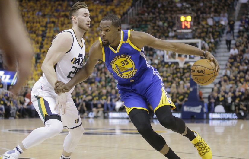 Utah Jazz forward Gordon Hayward (20) guards against Golden State Warriors forward Kevin Durant (35). AP
