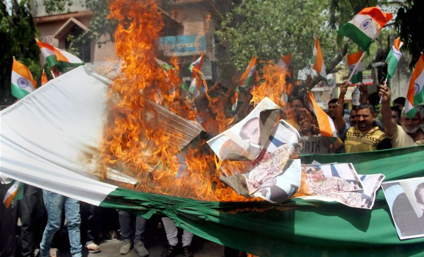 Shiv Sena activists protesting against beheading of the Indian soldiers in Jammu. PTI