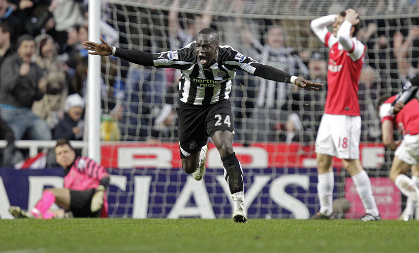 Newcastle United's Ivorian midfielder Cheik Tiote celebrates scoring their equalizing goal during the English Premier League football match between Newcastle United and Arsenal at St James' Park, Newcastle-Upon-Tyne, north-east England on February 5, 2011. AFP PHOTO/GRAHAM STUART FOR EDITORIAL USE ONLY Additional licence required for any commercial/promotional use or use on TV or internet (except identical online version of newspaper) of Premier League/Football League photos. Tel DataCo +44 207 2981656. Do not alter/modify photo. / AFP PHOTO / GRAHAM STUART