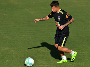 Brazil's footballer Philippe Coutinho takes part in a training session at the Corinthians team training centre in Sao Paulo, Brazil, on March 21, 2017 ahead of their World Cup qualifier matches against Uruguay and Paraguay. / AFP PHOTO / Nelson ALMEIDA