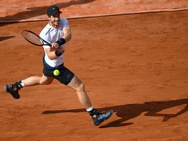 Britain's Andy Murray returns the ball to Japan's Kei Nishikori during their tennis match at the Roland Garros 2017 French Open on June 7, 2017 in Paris. / AFP PHOTO / GABRIEL BOUYS