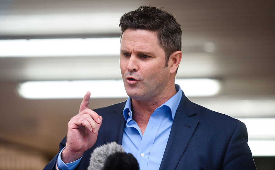 Ex-New Zealand cricket captain Chris Cairns speaks to the press outside Southwark Crown Court in central London on November 30, 2015. A British jury today cleared former New Zealand cricket captain Chris Cairns of perjury charges over match-fixing in Test cricket. After a nine-week trial the jury of seven women and five men at Southwark Crown Court in London found Cairns, 45, not guilty of perjury and perverting the course of justice. AFP PHOTO / LEON NEAL / AFP / LEON NEAL