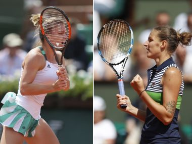 Romania's Simona Halep plays a shot against Ukraine's Elina Svitolina during their quarterfinal match of the French Open tennis tournament at the Roland Garros stadium, in Paris, France. Wednesday, June 7, 2017. (AP Photo/David Vincent)