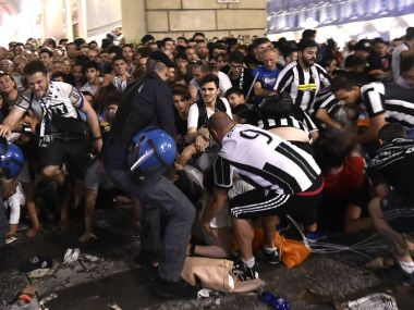 Football Soccer - Juventus v Real Madrid - UEFA Champions League Final - San Carlo Square, Turin, Italy - June 3, 2017 Juventus' fans run away from San Carlo Square following panic created by the explosion of firecrackers as they was watching the match on a giant screen. REUTERS/Giorgio Perottino - RTX38V38