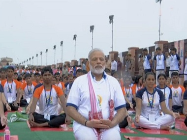 Modi performed yoga in the pouring rain, in Lucknow. Courtesy: Twitter/@AIRNewsAlerts