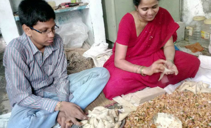Mohan Abhyas with his mother as she prepares samosas. Firstpost/TS Sudhir