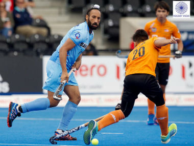 Action in the quarters of HWL 2017 between India and Malaysia. Image courtesy: Twitter/ @TheHockeyIndia