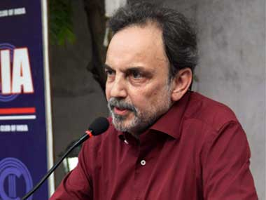 Prannoy Roy addresses a meeting in protest of the NDTV raids at Press Club of India in New Delhi