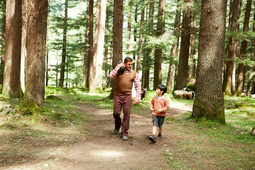 Salman with Matin Rey Tangu in 'Tubelight'. Still from the film.