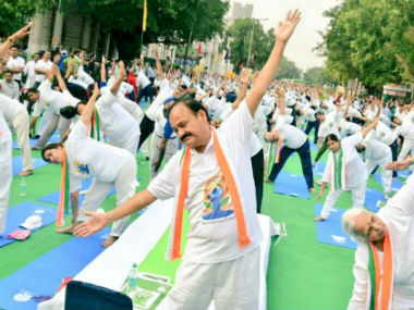 Venkaiah Naidu practicint yoga at the third International Yoga Day. PIB