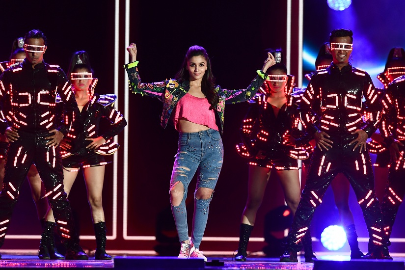Bollywood actress Alia Bhatt performs during the IIFA Awards of the 18th International Indian Film Academy (IIFA) Festival at the MetLife Stadium in East Rutherford, New Jersey, on July 15, 2017. / AFP PHOTO / JEWEL SAMAD