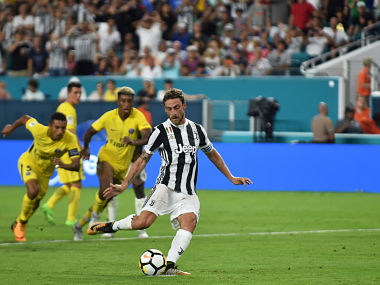 Claudio Marchisio kicks the ball to score against Paris Saint Germain during their International Champions Cup (ICC) football match on July 26, 2017 at the Hard Rock Stadium, in Miami, Florida. / AFP PHOTO / HECTOR RETAMAL