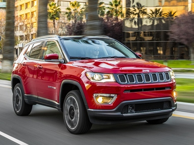 Frontal-side view of the 2017 Jeep Compass Limited