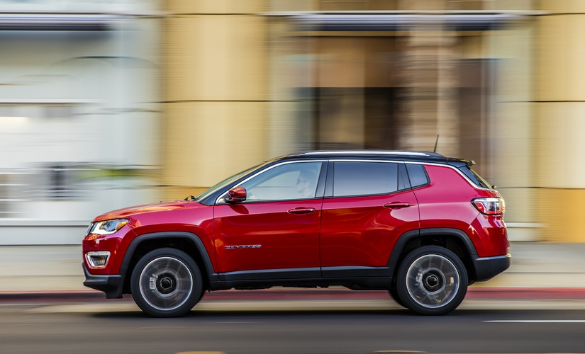 Side view of the 2017 Jeep Compass Limited