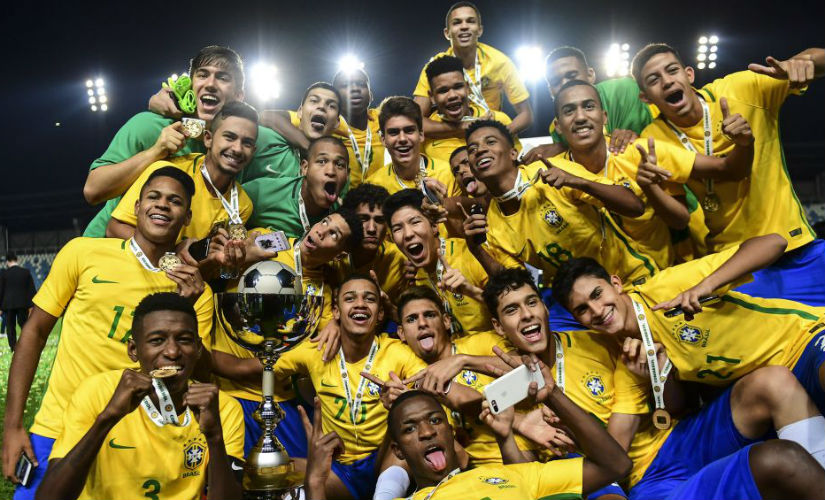 Brazil´s players celebrate with the trophy their first place finish in the South American U-17 football tournament in Rancagua, some 90 km south of Santiago de Chile on March 19, 2017. AFP