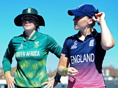 South Africa captain Dane van Niekerk (L) and England captain Heather Knight (R). Twitter/@ICC