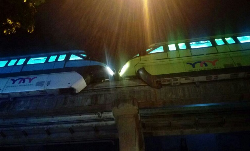 The two trains came perilously close to each other. Image courtesy: Sanjay Sawant