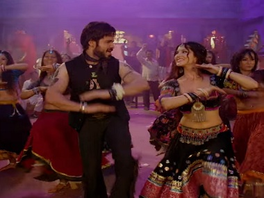 Piya More, song from Baadshaho, featuring Emraan Hashmi and Sunny Leone. Screen grab from YouTube.