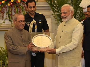 Pranab Mukherjee with Narendra Modi_Twitter@PIB_India