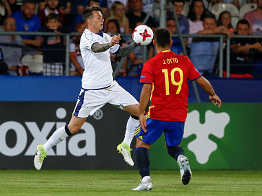 Spain v Italy - UEFA Euro U21 Championships Semifinals - Cracovia Stadium, Krakow, Poland - 27 June 2017. Spain's Jonny and Italy's Federico Bernardeschi in action. REUTERS/Kacper Pempel - RTS18VJW
