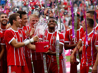 Soccer Football - SV Werder Bremen v FC Bayern Munich - Telekom Cup 2017 Final - Monchengladbach, Germany - July 15, 2017 Bayern Munich players celebrate with the trophy after winning the Telekom Cup REUTERS/Leon Kuegeler - RTX3BLGI