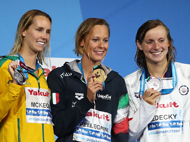 Swimming – 17th FINA World Aquatics Championships – Women's 200m Freestyle awarding ceremony – Budapest, Hungary – July 26, 2017 – (L-R) Emma McKeon (silver) of Australia, Federica Pellegrini (gold) of Italy and Katie Ledecky (silver) of the U.S. pose with the medals. REUTERS/Michael Dalder - RTX3D0IV