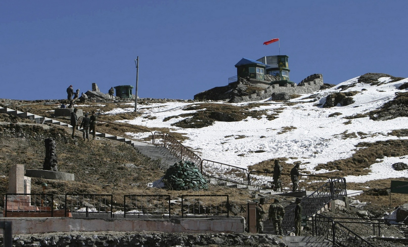 Indian army soldiers are seen after a snowfall at the India-China trade route at Nathu-La, 55 km (34 miles) north of Gangtok, capital of India's northeastern state of Sikkim, January 17, 2009. The Nathu-La mountain pass, known as the old silk route, lies at an altitude of 14,200 ft. bordering between India and China and is covered with snow throughout the year. Picture taken January 17, 2009. REUTERS/Rupak De Chowdhuri (INDIA) - RTR23J4L