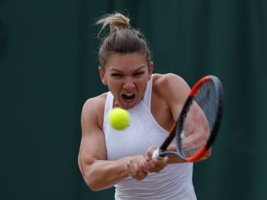 Tennis - Wimbledon - London, Britain - July 10, 2017 Romania's Simona Halep in action during her fourth round match against Belarus' Victoria Azarenka REUTERS/Andrew Couldridge - RTX3AUSN