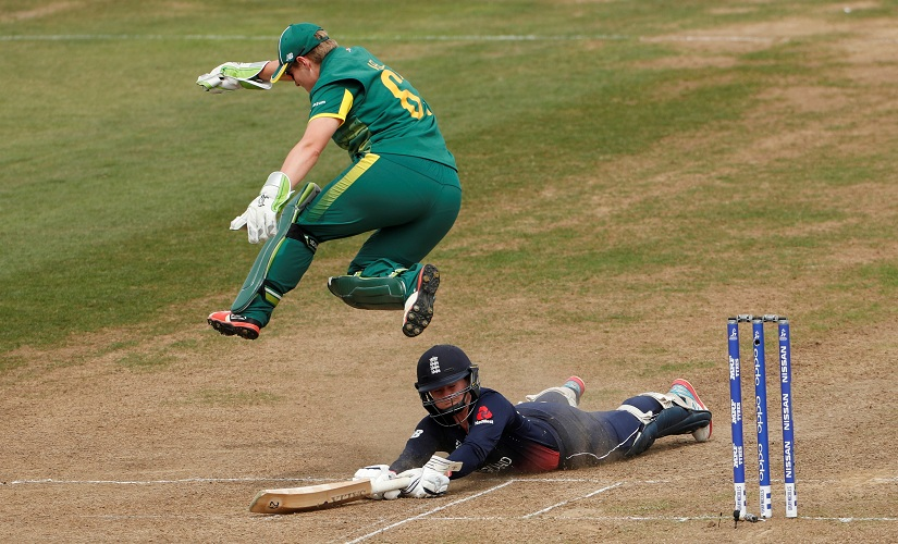 South Africa's Lizelle Lee attempts to run out England's Tammy Beaumont. Reuters