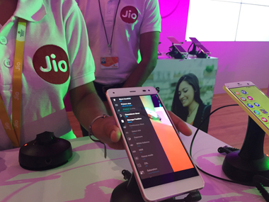 A Reliance employee demonstrates Jio LYF phone at their headquarters on the outskirts of Mumbai, India, June 1, 2016. Picture taken June 1, 2016. REUTERS/Clara Ferreira Marques - RTX2NPO0