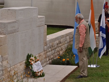 Prime Minister Narendra Modi lays wreathe at the memorial. Twitter/MEAIndia
