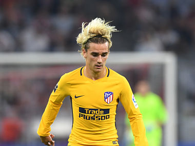 Atletico Madrid's French striker Antoine Griezmann plays the ball the final Audi Cup football match between Atletico Madrid and FC Liverpool in the stadium in Munich, southern Germany, on August 2, 2017. / AFP PHOTO / Christof STACHE