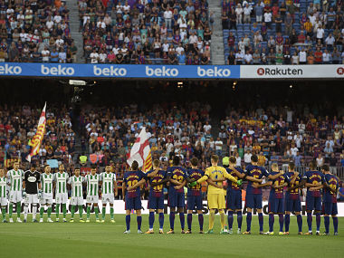 """Barcelona (R) and Betis's football players observe a minute of silence as they wear jerseys reading """"Barcelona"""" instead of their names to pay tribute to the victims of the Barcelona and Cambrils attacks before the Spanish league footbal match FC Barcelona vs Real Betis at the Camp Nou stadium in Barcelona on August 20, 2017. Drivers have ploughed on August 17, 2017 into pedestrians in two quick-succession, separate attacks in Barcelona and another popular Spanish seaside city, leaving 14 people dead and injuring more than 100 others. / AFP PHOTO / LLUIS GENE"""