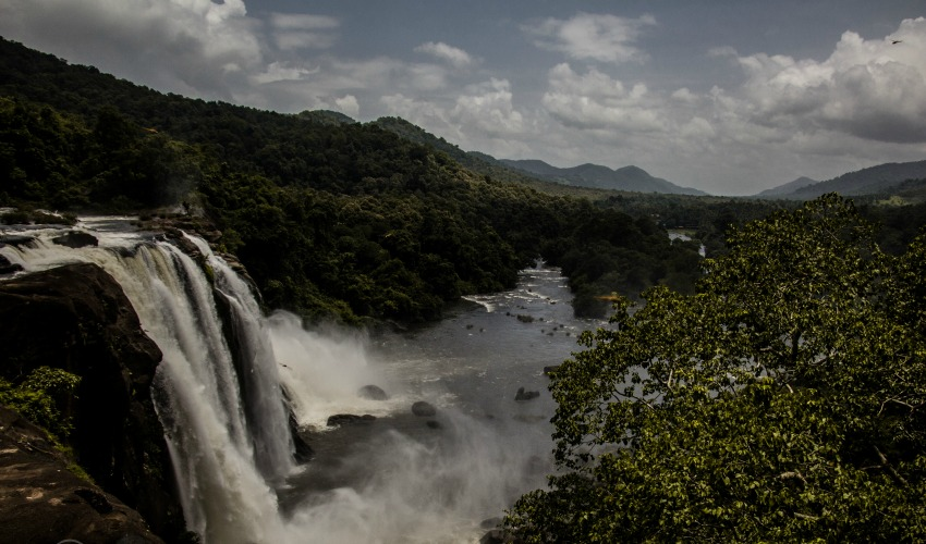 However, having said that, Athirappilly is still a hidden gem and unlike the falls of Pune and Sikkim, there is still a part of the country that needs to discover this beauty.
