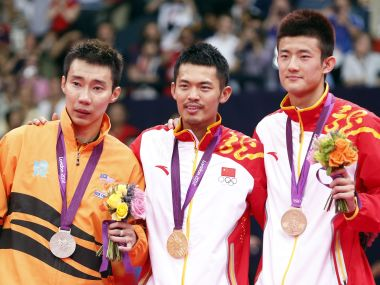 Gold medallist China's Lin Dan, silver medallist Malaysia's Lee Chong Wei (L) and bronze medallist China's Chen Long (R) pose at the victory ceremony for the men's singles badminton event at the London 2012 Olympic Games at the Wembley Arena August 5, 2012. REUTERS/Bazuki Muhammad (BRITAIN - Tags: SPORT BADMINTON SPORT OLYMPICS) - RTR366RE