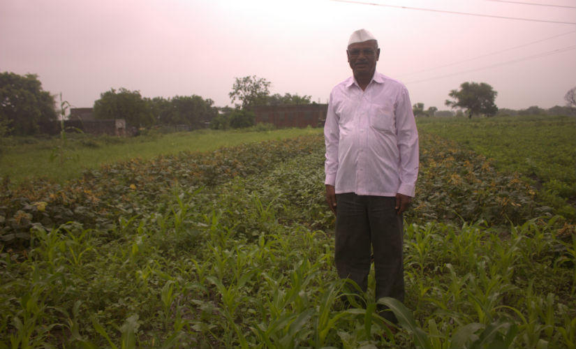 Bhimrao Mhaske from Beed lost his kharif crop due to irregular rainfall. Image courtesy: Bhakti Tambe