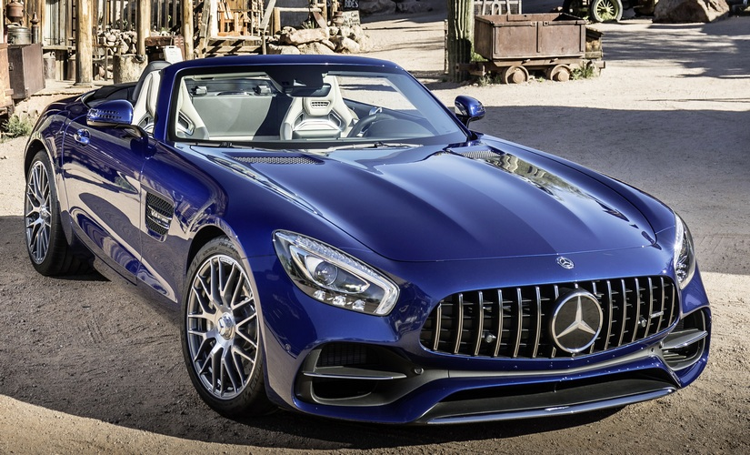Mercedes-AMG GT Roadster in brilliant blue metallic colour has a fuel consumption of 9.4 litle/100 km