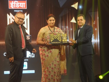 Raj Nayak, President, Advertising Club (l) with Smriti irani - Union Minister for Textiles; Information & Broadcasting, and Partho Dasgupta, CEO, BARC