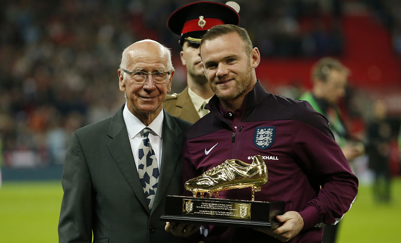 Football - England v Estonia - UEFA Euro 2016 Qualifying Group E - Wembley Stadium, London, England - 9/10/15 England's Wayne Rooney is presented with a trophy by Sir Bobby Charlton for becoming England's leading goal scorer Action Images via Reuters / John Sibley Livepic EDITORIAL USE ONLY. - RTS3S73