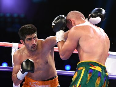 Vijender Singh (L) during his bout against Zulpikar Maimaitiali of China. AFP