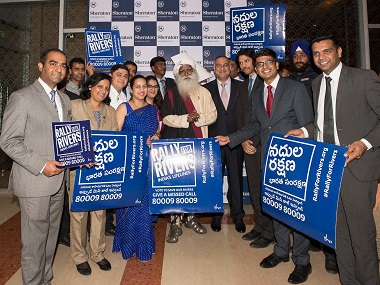 Sadhguru with supporters of Rally for Rivers. Twitter @SadhguruJV