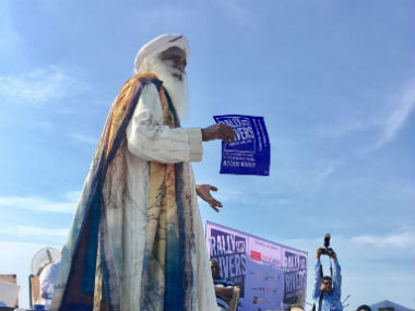Sadhguru Jaggi Vasudev's campaign has some flawed methods. Image courtesy: @rallyforrivers/Twitter