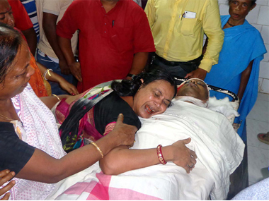 Tripura journalist Shantanu Bhowmick's mother weeps over his body in Agartala. Getty Images