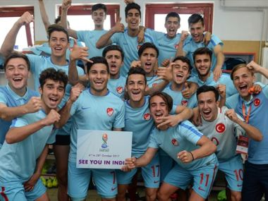Turkey's player celebrate clinching a berth to the U-17 World Cup. Image courtesy: UEFA.com