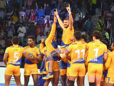 Ajay Kumar scored three raid points in the last five minutes. Image credit: Twitter/@tamilthalaivas
