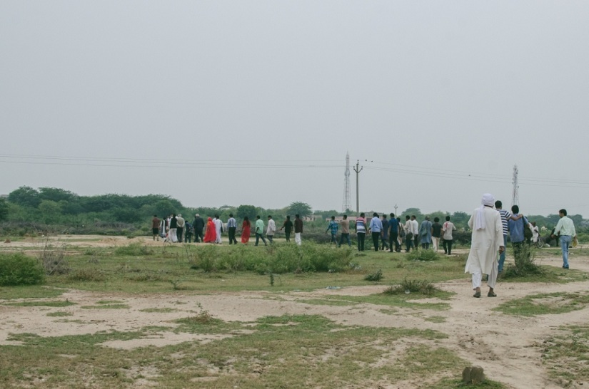 The Karwan walks through village Dangawas, Rajasthan to meet the survivors Meghwal family, which lost five members in a decades old land dispute with dominant group, Jats
