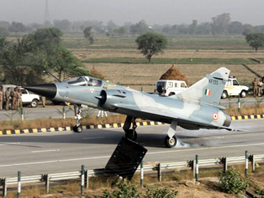 IAF conducts touchdown exercise on Lucknow-Agra Expressway, 20 aircraft participate in first such drill